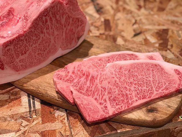 近江 丸富精肉店です。..今週末は優秀賞を受賞した佐賀牛、オリーブ牛の二本立てです!..A5の中で最高クラスの牛肉を是非お召し上がりください。.....#丸富精肉店#肉の丸富#精肉店#京都#滋賀#大阪#THEBUTCHERSHOP#butcher#焼肉まる富#肉#肉スタグラム#焼肉#BBQ#instafood#黒毛和牛#wagyu#佐賀牛#三郎牛#知多牛#熊本あか牛#オリーブ牛#一頭買い#サーロインステーキ