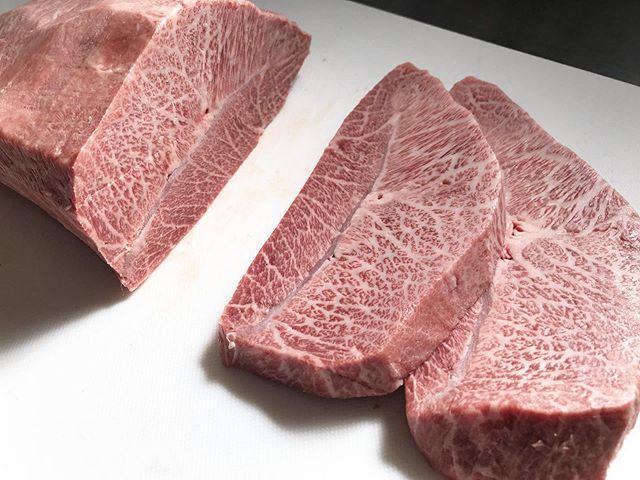 .綺麗なサシがはいったミスジが入っております。今週末もお待ち致しております。.....#丸富精肉店#肉の丸富#精肉店#京都#滋賀#大阪#THEBUTCHERSHOP#butcher#焼肉まる富#肉#肉スタグラム#焼肉#BBQ#instafood#黒毛和牛#wagyu#佐賀牛#三郎牛#知多牛#あか牛#熊本あか牛#オリーブ牛#一頭買い #紅葉 #ミスジ