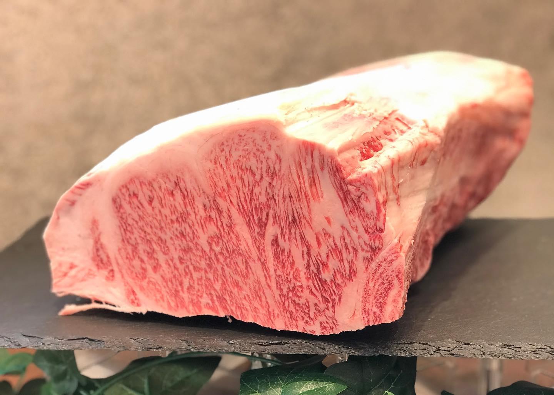 【徳島フェアー】日時 12月5日(土)6日(日)場所 大津本店.徳島県産 四国三郎牛をお買い上げいただいたお客様に徳島県産のすだちぽん酢をプレゼントいたします。土、日、先着250名様となりますのでお早めにご来店下さいませ。しゃぶしゃぶをお考えのお客様はお肉を買ってぽん酢をGETして帰って下さい。当日は最優秀賞受賞した四国三郎牛から交雑の四国三郎牛までご用意いたしております。是非この機会に四国三郎牛をご賞味下さいませ。....#丸富精肉店#肉の丸富#焼肉まる富#精肉店#お肉屋さん#焼肉#すき焼き#バーベキュー#bbq#butcher#肉#お肉#肉スタグラム#instafood#黒毛和牛#wagyu#佐賀牛#三郎牛#知多牛#あか牛#熊本あか牛#オリーブ牛#一頭買い #四国三郎牛 #阿波ふうど #徳島フェアー